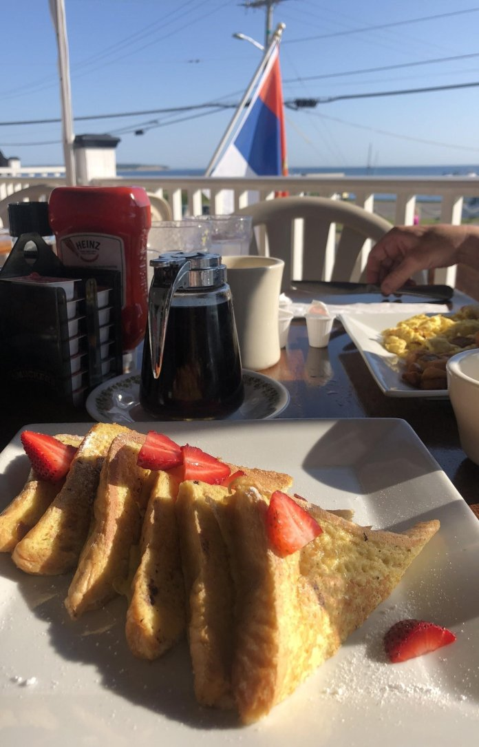 Although most restaurants close with the last summer sunset, some remain open. Block Island Grocery always stays open all year, serving deli sandwiches and soup.  Photo provided by author