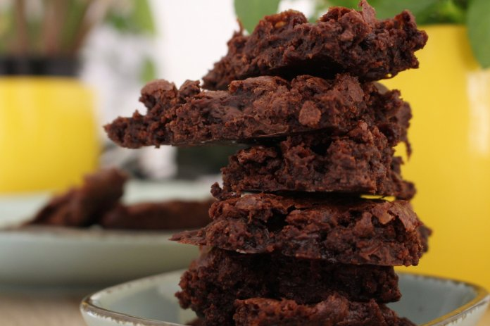 Make your very own brownie brittle using this simple recipe.  Photo by    Iva Rajović    on    Unsplash   .