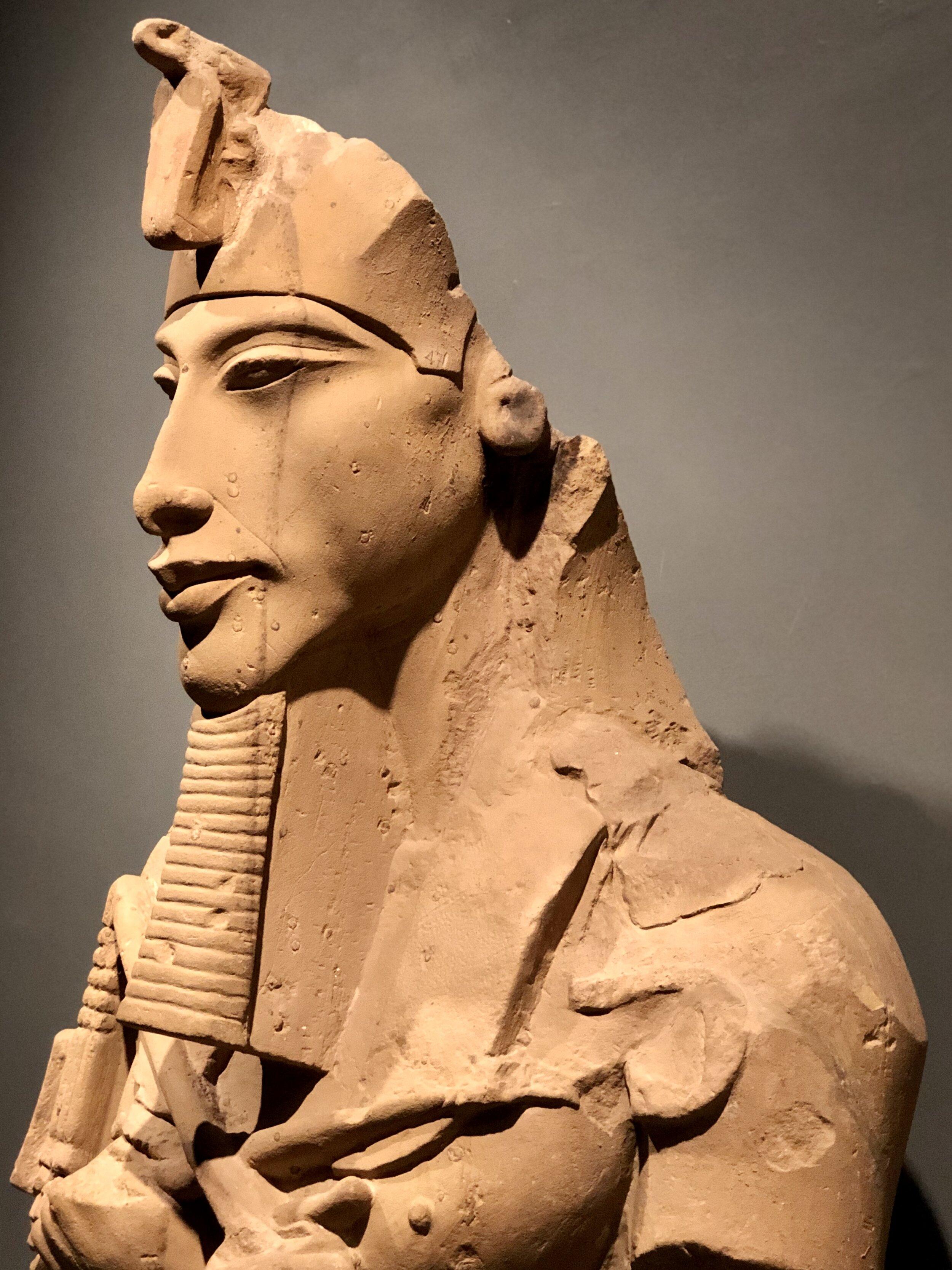 Une transition orchestrale prépare cette scène qui est consacrée entièrement à un duo entre akhenaton… Controversial Theories About Akhenaten Ancient Egypt S Heretic King
