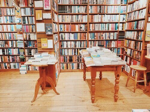 Toppings & Co Booksellers Bath, UK