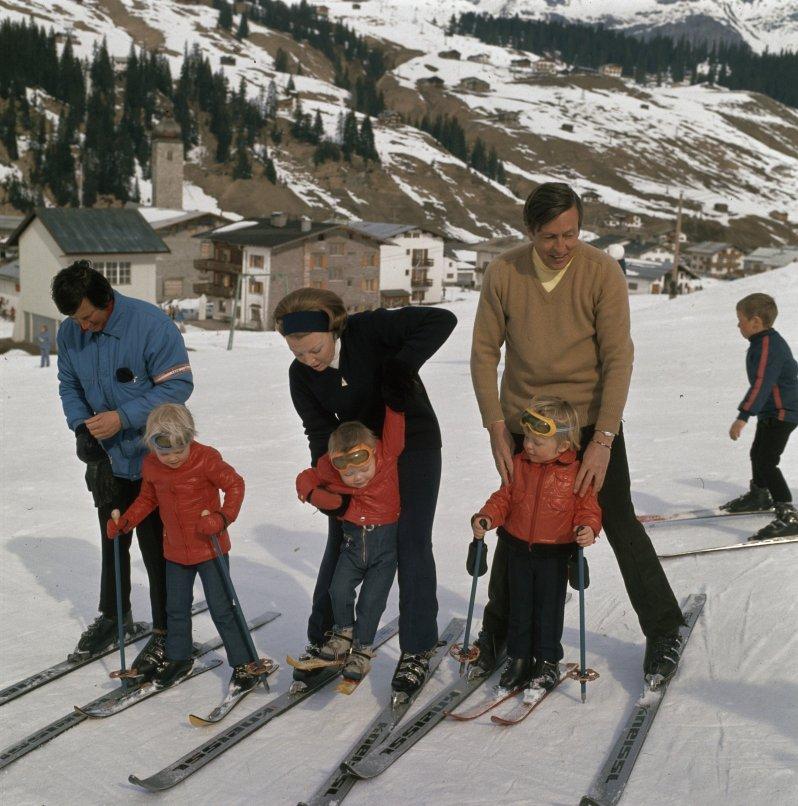 Friso (r.) machte schon als kleiner Knirps Skiurlaub mit der Familie in Lech Foto: Nationaal Archief, Fotocollectie Anfeo, Public Domain