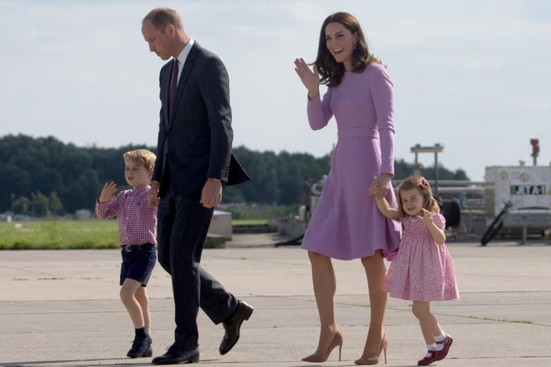 Noch zu viert: Kate und William mit den Kindern George und Charlotte in Hamburg   Foto: Roland Magunia, Senatskanzlei Hamburg