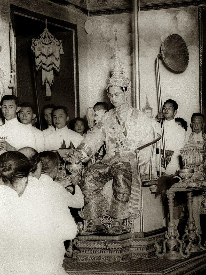 Nach dem Tod von Rama wird sein Bruder Bhumibol der neue König von Thailand. Foto: Gemeinfrei
