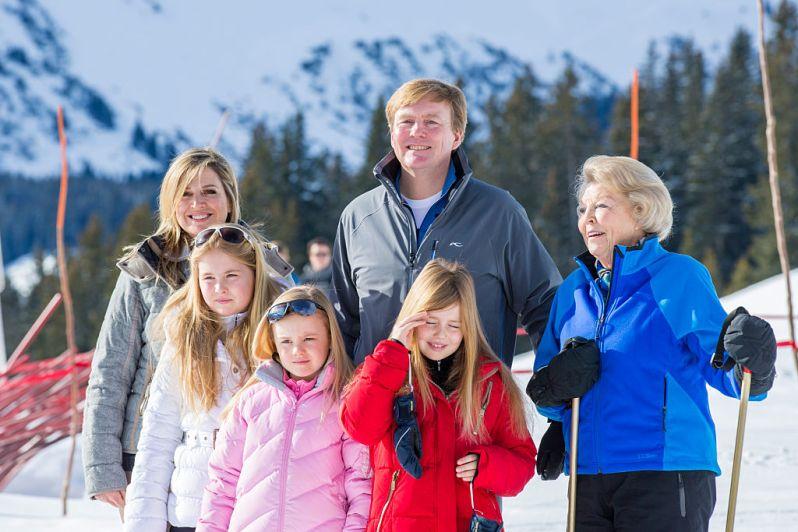 Die Königsfamilie reist jedes Jahr ins österreichische Lech zum Skilaufen. Doch nicht immer geht alles glatt.    Foto:Getty Images