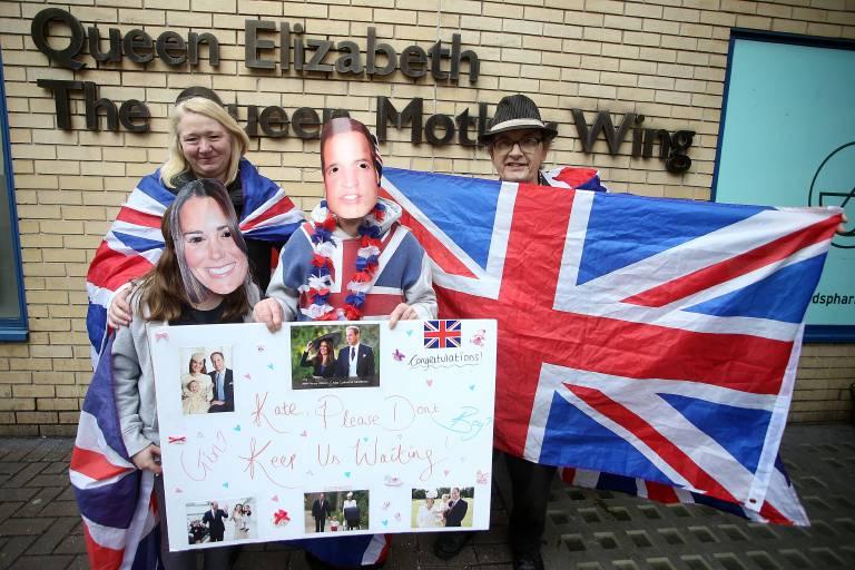 Die ersten Fans kampieren schon vor der Klinik und warten auf das dritte Royal Baby.   Foto: imago/Pixsell