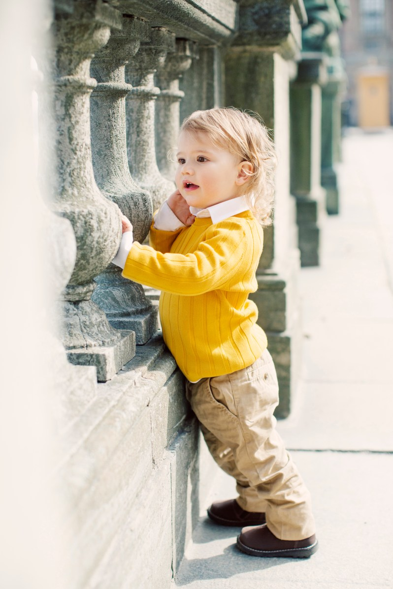 Was der kleine Herzensbrecher wohl da in der Ferne erblickt hat?   Foto: Erika Gerdemark, Kungahuset.se