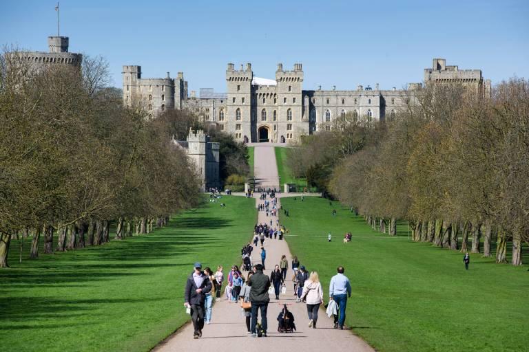 """""""Der lange Weg"""" führt auf gerade Strecke zum Schloss und ist ein beliebtes Fotomotiv.  © imago/PA Images"""