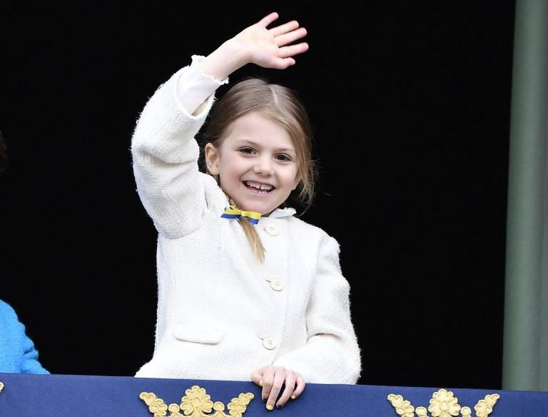 Die Sechsjährige steht in der schwedischen Thronfolge nach ihrer Mutter an Platz zwei. Als künftige Königin Schwedens ist eine gute Ausbildung wichtig.  ©imago/E-PRESS PHOTO.com