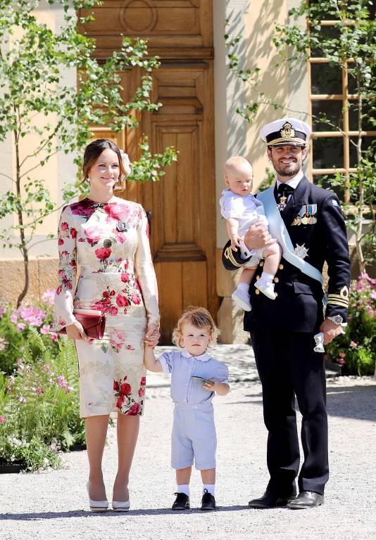 Familienglück pur: Prinzessin Sofia und Prinz Carl Philip mit ihren zwei Söhnen.  ©imago/PPE