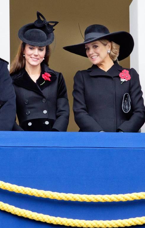 Herzogin Kate und Königin Maxima beim Rememberance Day in London.  ©imago/PPE