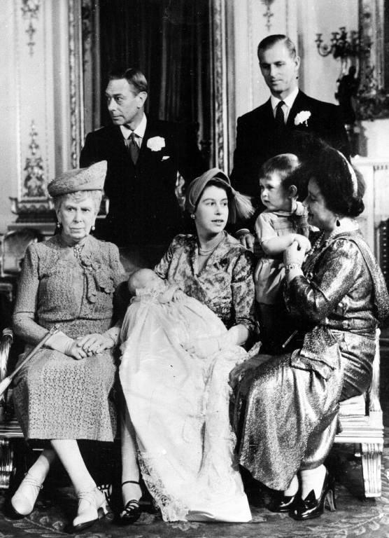 1950: Beim offiziellem Tauffoto von Prinzessin Anne wirkt Queen Mary nicht gerade begeistert.  ©imago/ZUMA/Keystone