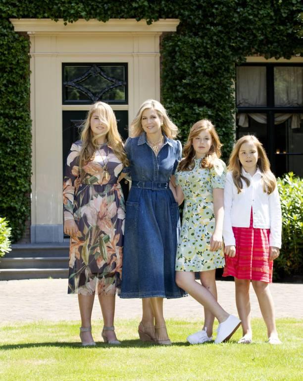 Königin Maxima erzieht ihre Töchter Amalia, Alexia und Ariane (v.l.n.r)zu bodenständigen Menschen.  ©imago