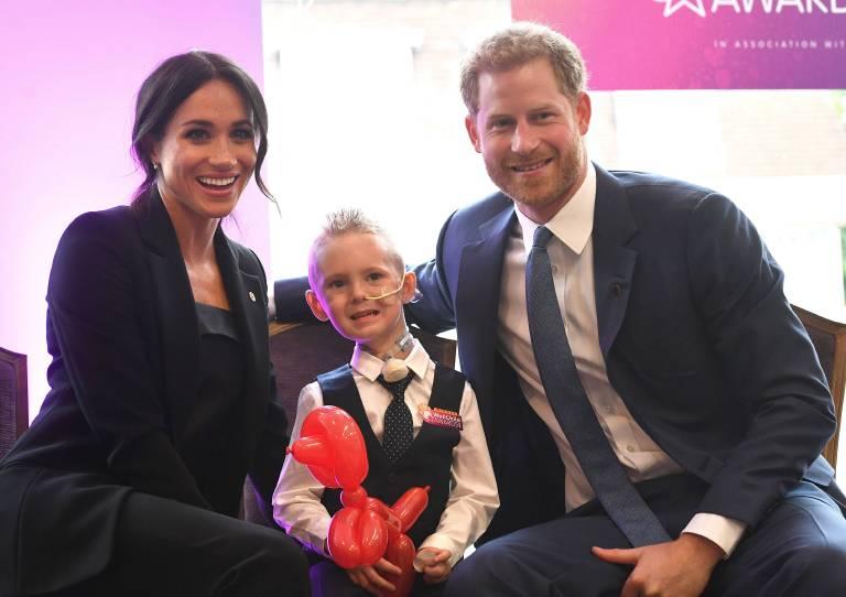 """Herzogin Meghan und Prinz Harry kümmern sich liebevoll um die Kinder bei den """"WellChild Awards"""".  ©imago/Starface"""