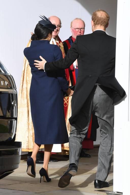 Herzogin Meghan und Prinz Harry huschen durch den Seiteneingang, um der Braut nicht die Show zu stehlen.  ©imago