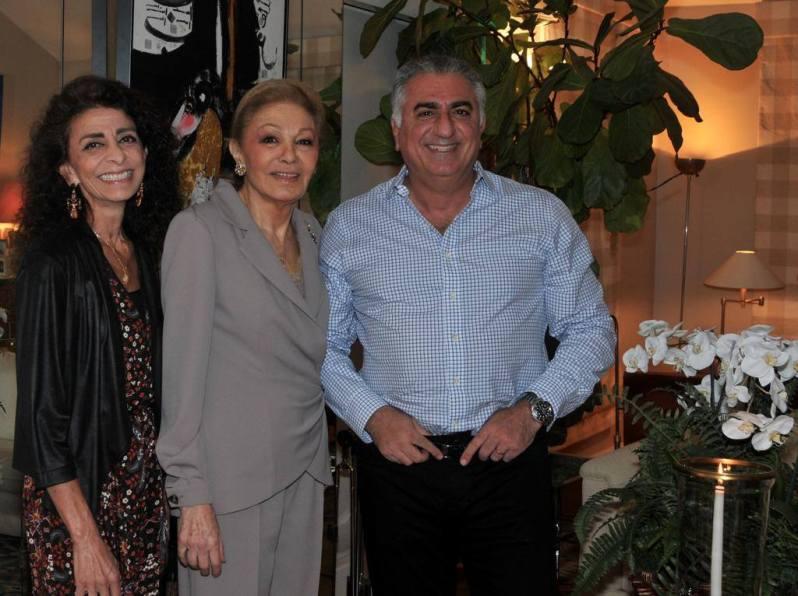 Seltenes Foto: Farah Diba mit ihren noch lebenden Kindern Farahnaz und Reza.  ©The Official Site of Yasmine Pahlavi