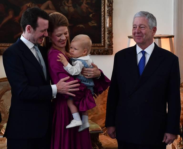 Der stolze Opa: Kronprinz Alexander freut sich mindestens genauso über seinen Enkel wie die Eltern.  ©imago/Pixsell