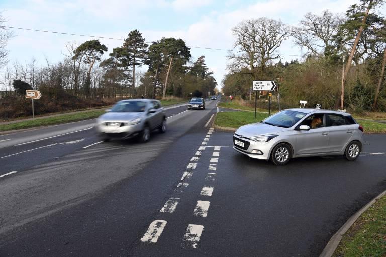An dieser Kreuzung übersah Prinz Philip den anderen Wagen und krachte mit seinem Land Rover in den Gegenverkehr.  ©imago/i Images