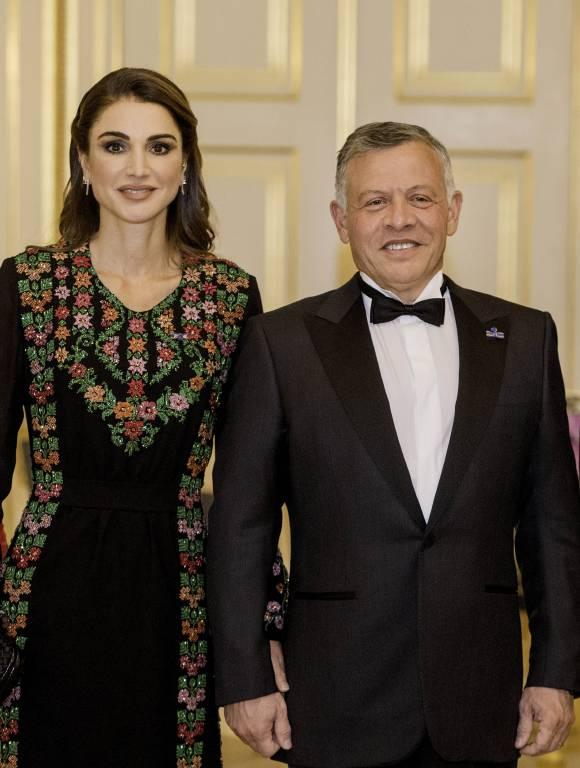 Trotz Größenunterschied – Königin Rania blickt zu ihrem Mann auf.  ©imago/PPE
