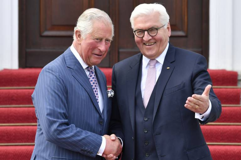 Vor Schloss Bellevue begrüßte Bundespräsident Frank-Walter Steinmeier seinen Ehrengast.  ©imago images / Future Image