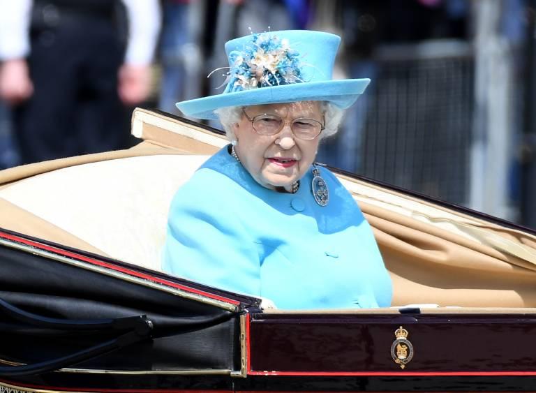 Obwohl Queen Elizabeth eigentlich am 21. April Geburtstag hat, wird ihr Ehrentag wegen des besseren Wetters immer erst im Juni gefeiert. Die öffentliche Geburtstagsfeier, bekannt unter dem Namen Trooping the Colour, wird auch in Deutschland live im Fernsehen übertragen.  ©imago images / PA Images