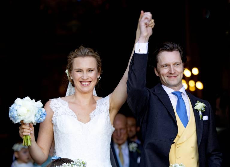 Das Strahlen sagt mehr als 1000 Worte: Joachim von Preußen und Gräfin Angelina sind nach dem Jawort überglücklich.  ©Imago