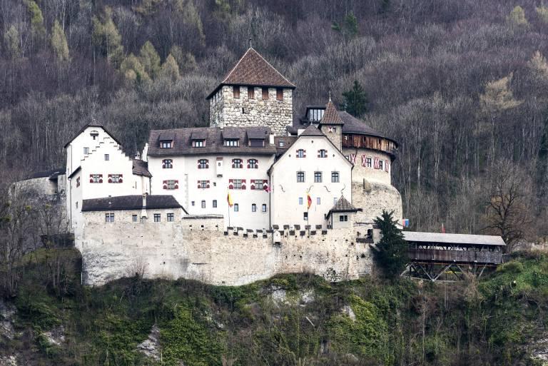 Schloss Vaduz ist der Sitz des Fürstenhauses Liechtenstein.  © imago images / imagebroker