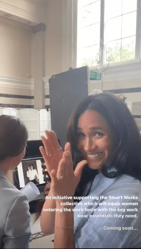Beim Blick auf die Fotos klatscht Herzogin Meghan zufrieden in die Hände.  © instagram.com/sussexroyal/