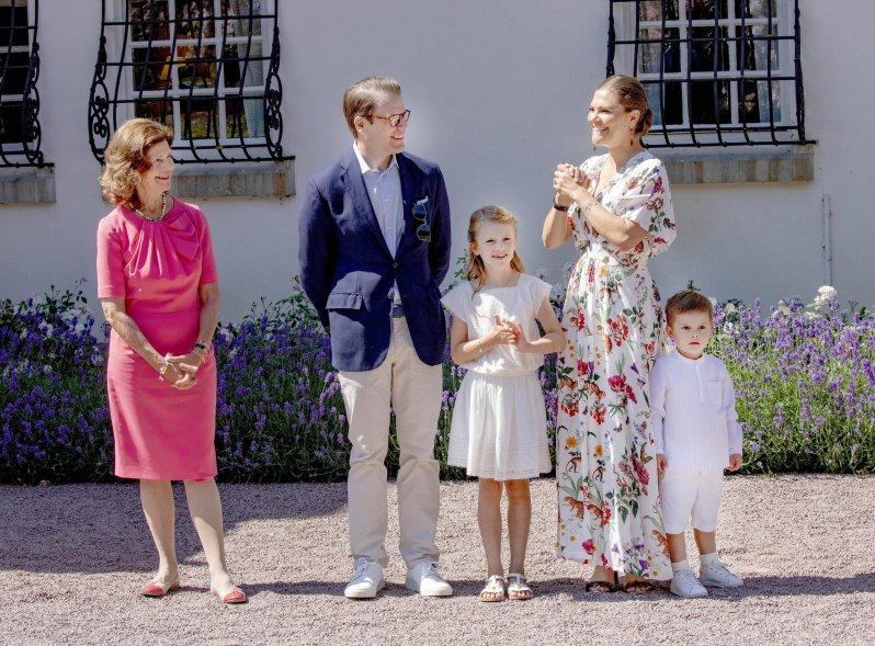 Heute ist Kronprinzessin Victoria glücklich mit Prinz Daniel verheiratet und hat die Kinder Estelle und Oscar. ©imago images / PPE