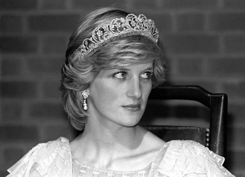 Prinzessin Diana war unglücklich in ihrer Beziehung mit Prinz Charles. Auch der Druck der Presse und das strenge Hofprotokoll machten ihr zu schaffen. © picture alliance / empics