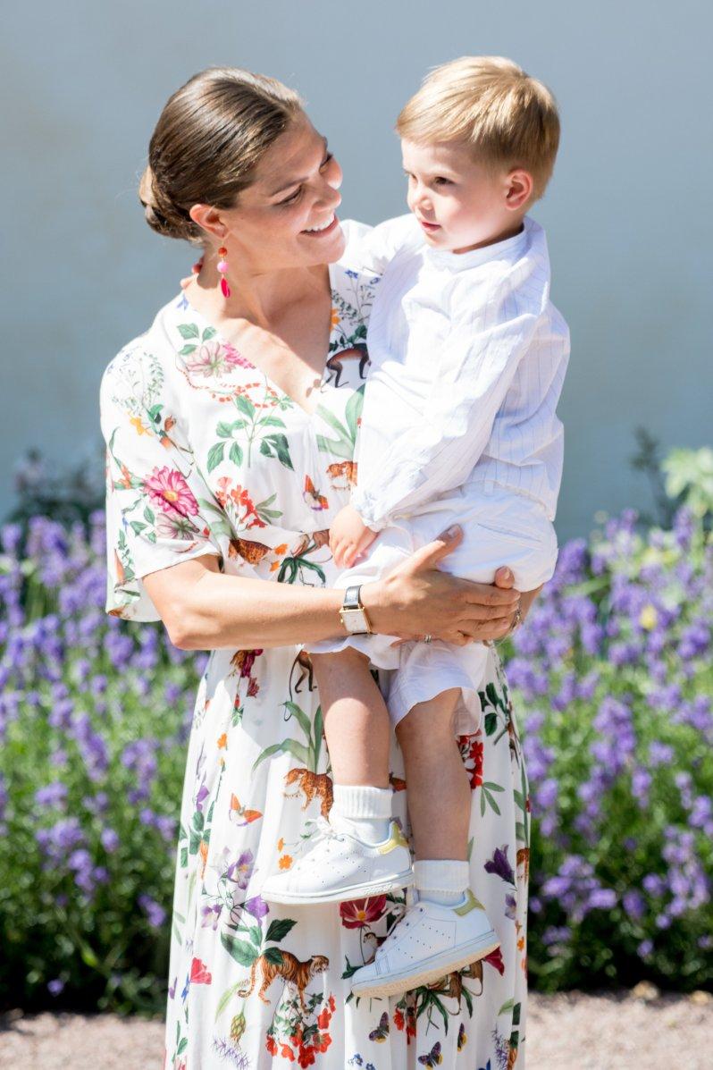 Kronprinzessin Victoria ist stolz auf ihren kleinen Umweltschützer Prinz Oscar.  © picture alliance