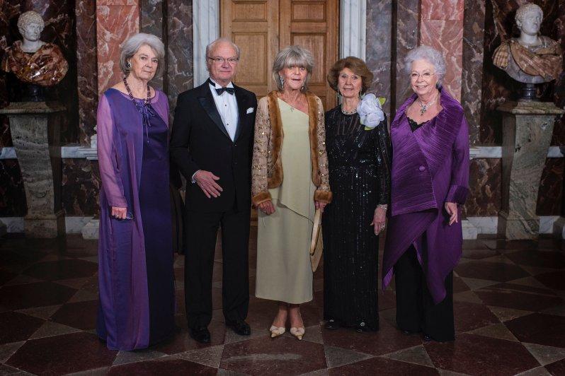 König Carl Gustaf von Schweden mit seinen vier älteren Schwestern Prinzessin Margaretha, Prinzessin Birgitta, Prinzessin Désirée und   Prinzessin Christina (v.l.n.r.).  © Jonas Borg, Kungahuset.se