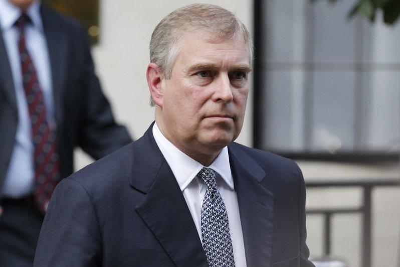 Prinz Andrew wird die britische Königsfamilie künftig nicht mehr bei offiziellen Anlässen vertreten. Der Sohn von Queen Elizabeth ist von seinen royalen Pflichten zurückgetreten.  © picture alliance / AP Photo