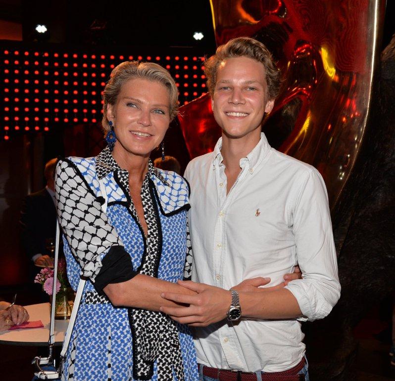 Stephanie von Pfuel verlor ihren Sohn Karl Bagusat durch einen tragischen Unfall.  © picture alliance / Schroewig