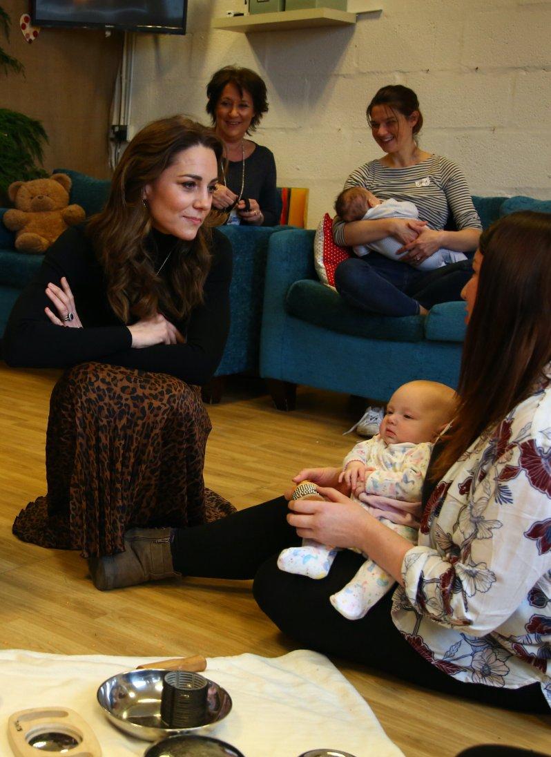 Im Gespräch mit anderen Mütter sprach Herzogin Kate über ihre eigenen Probleme.  © picture alliance / empics