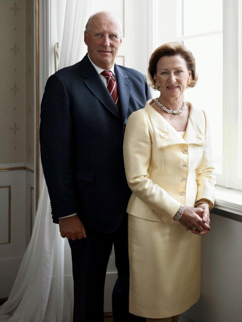 Königin Sonja kann über die Witze ihres Mannes zum Glück lachen, auch wenn sie selbst manchmal zur Zielscheibe wird.  © Sølve Sundsbø / Det kongelige hoff