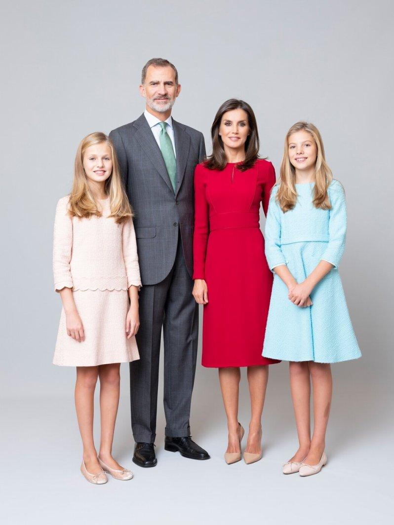 Das Familienfoto der spanischen Royals wirkt nicht besonders herzlich, eher professionell.  © Casa de S.M. el Rey, Estela de Castro