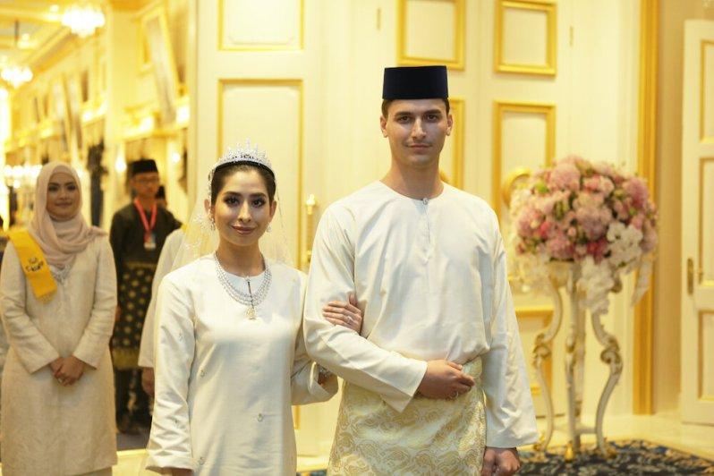 Prinzessin Aminah und ennis Muhammad Abdullah sind seit August 2017 verheiratet. Nun sind sie zum ersten Mal Eltern geworden. © dpa