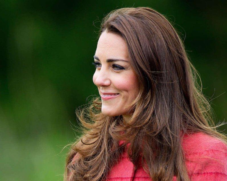 Herzogin Kate und ihre Familie haben zum Muttertag neue Fotos veröffentlicht und einen besonderen Gruß an ihre Fans gerichtet.  © dpa