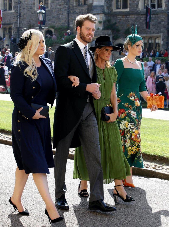 Eliza Spencer, Louis Spencer, Victoria Aitken und Kitty Spencer auf dem Weg zur Hochzeit von Prinz Harry und Herzogin Meghan. © picture alliance / AP Photo