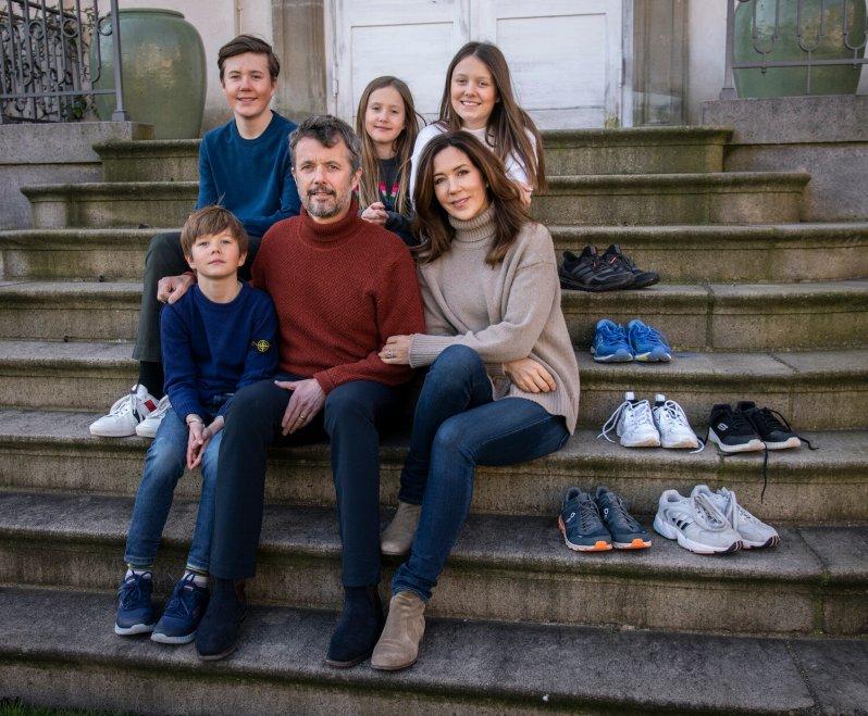 """""""In der ganzen Familie haben wir uns darauf gefreut, die Laufschuhe zum Royal Run zu schnüren. Doch aufgrund der aktuellen Situation mit dem Coronavirus müssen wir das Lauffest verschieben"""", erklärt die dänische Königsfamilie.  © Kongehuset"""