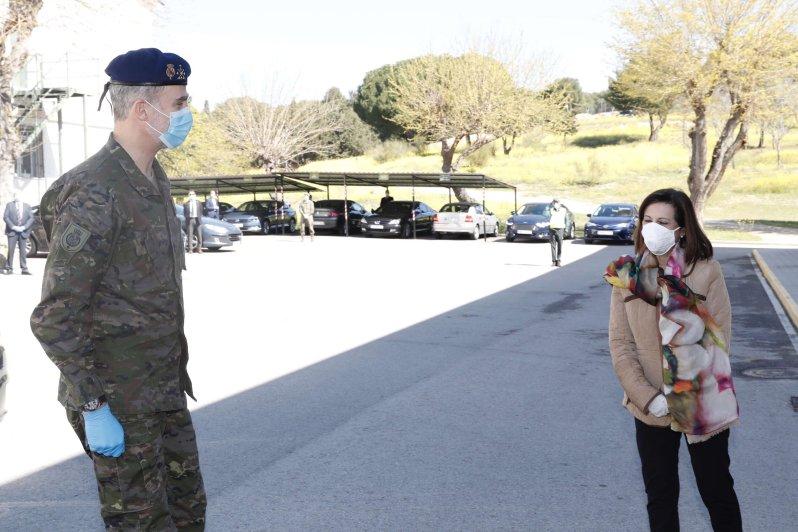 Gemeinsam mit Verteidigungsministerin Margarita Robles besucht König Felipe das Operationskommando (MOPS) der Retamares-Basis. © picture alliance/MediaPunch