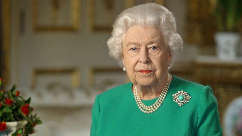 Während ihrer Ansprache zur Coronakrise trug Queen Elizabeth ein leuchtend grünes Kleid – die perfekte Vorlage für Fotomontagen.  © picture alliance / Photoshot