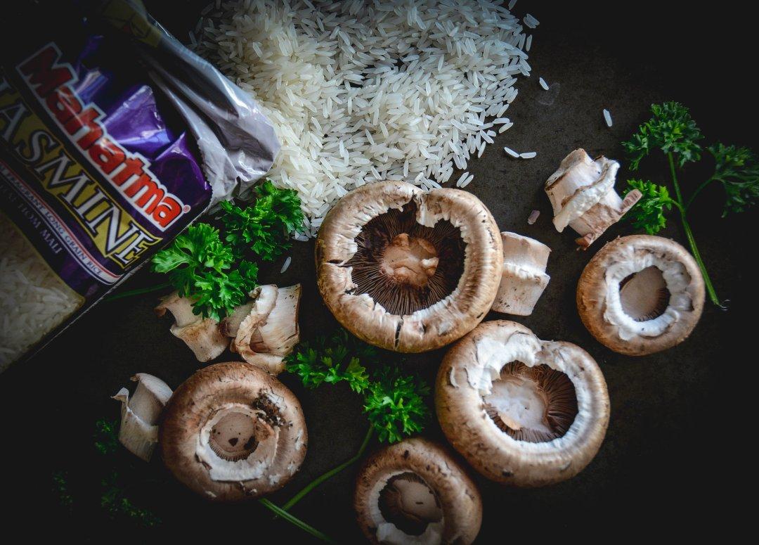 rice bag, mushrooms and parsley
