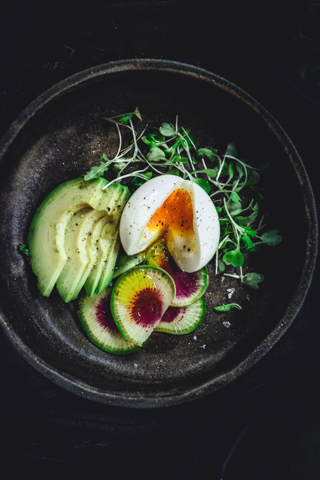 If you're looking to make the perfect soft boiled egg, you've come to the right place. In this post you'll find out exactly how to cook the perfect, gooey, delicious soft boiled egg that will be perfect every single time. #softboiledegg #egg #howtocookeggs #boiledegg #paleo #whole30 #glutenfree #recipe #calmeats #grainfree #dairyfree #realfoodrecipes