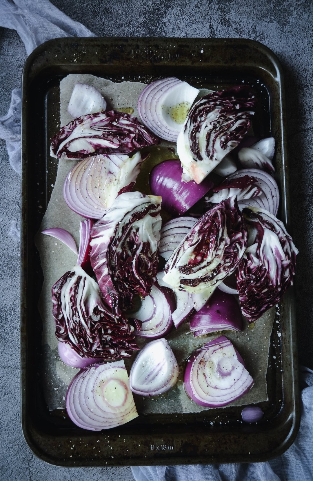Red onion and radicchio on tray