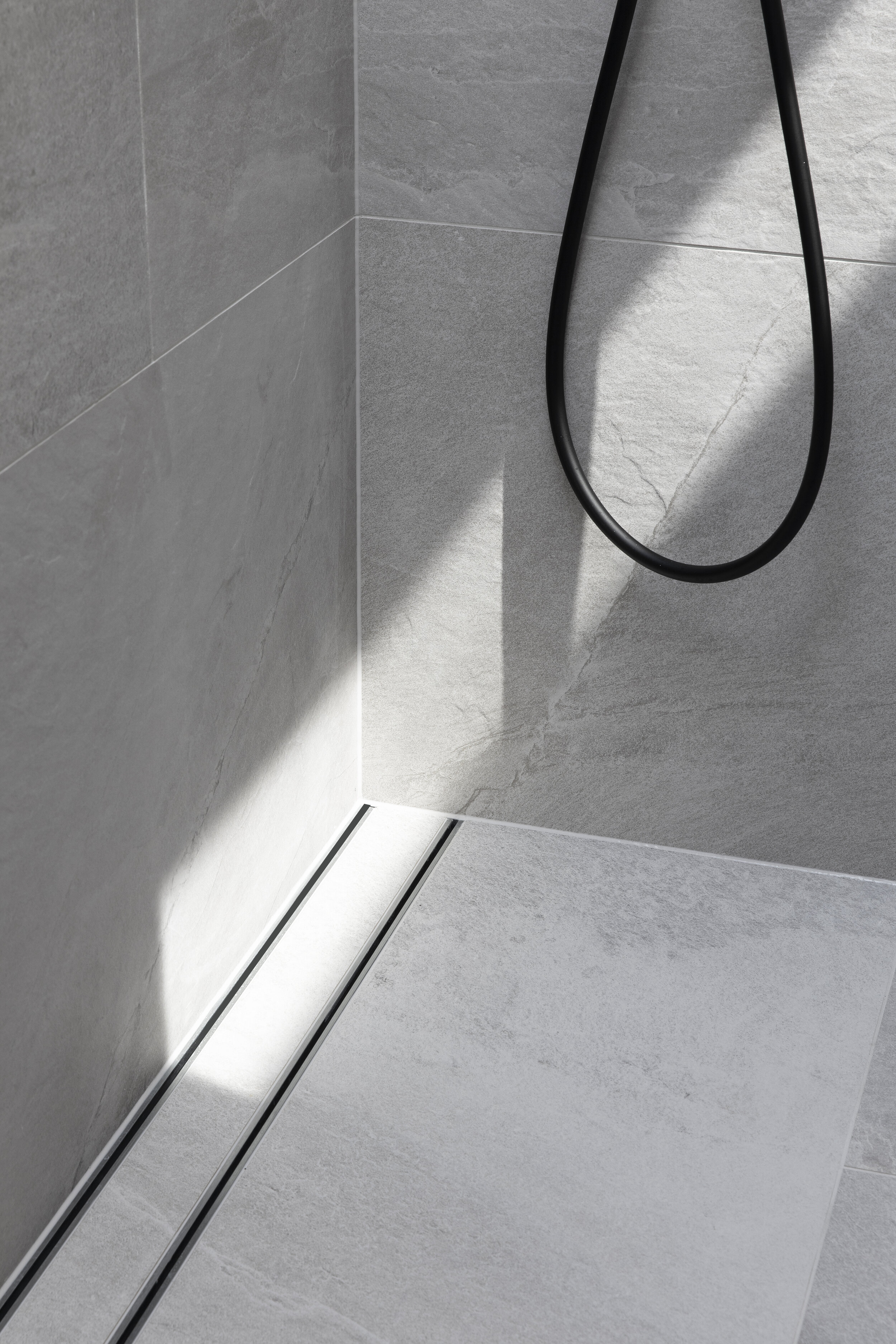can i use large tiles in a shower zephyr stone