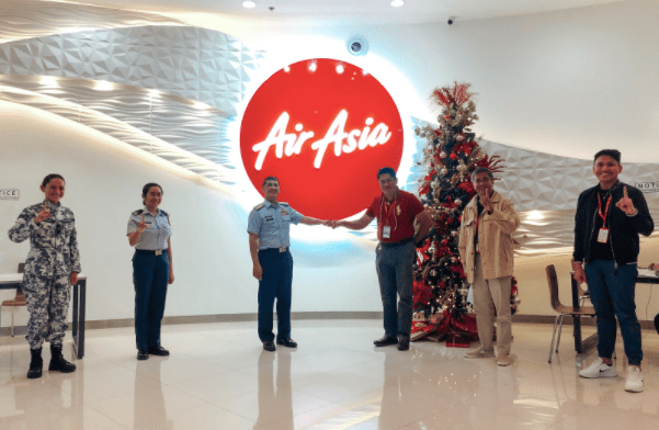 Team AirAsia Philippines extends warm welcome to Team Philippine Coast Guard (PCG) in their recent visit to AirAsia RedPoint Office at the NAIA Terminal 3. (From L-R) Probationary Ensign Diane Joy Gumatay, Lt. Junior Grade Debie Jasmine Mojado, PCG Public Affairs Office Commander Commodore Armand Balilo, AirAsia Flight Operations Director Captain Gomer Monreal, Captain Gilbert Bartolome, AirAsia Spokesperson Steve Dailisan