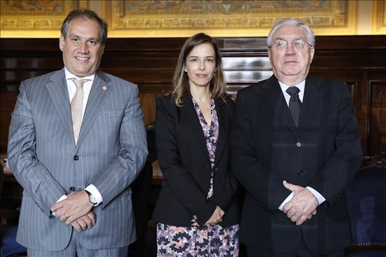 O presidente do Iasp, José Horácio Ribeiro, a juíza assessora Camila de Jesus Mello Gonçalves e o presidente do TJSP, Manoel de Queiroz Pereira Calças.
