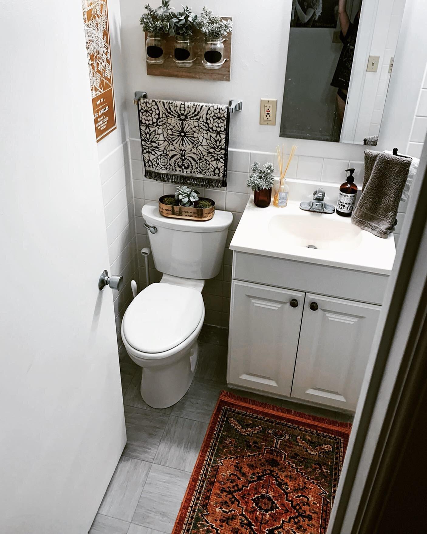Small Apartment Bathroom Ideas: How to Make a Tiny ... on Apartment Bathroom Ideas  id=53668