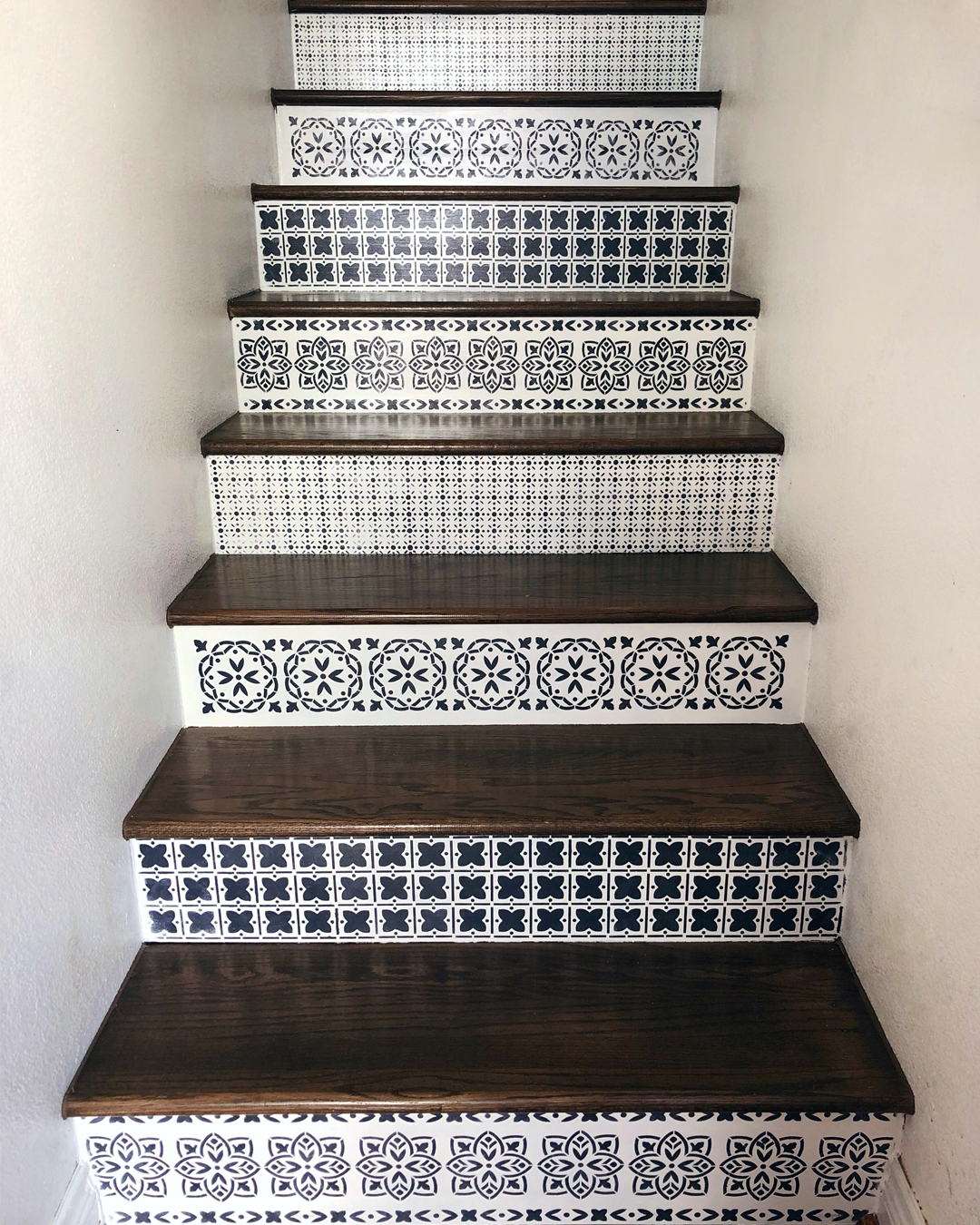 How To Paint Wood Stairs With Chalk Paint — Bb Frösch | Painted Risers On Stairs | Flair | Painting | Stained | Basement | Hardwood